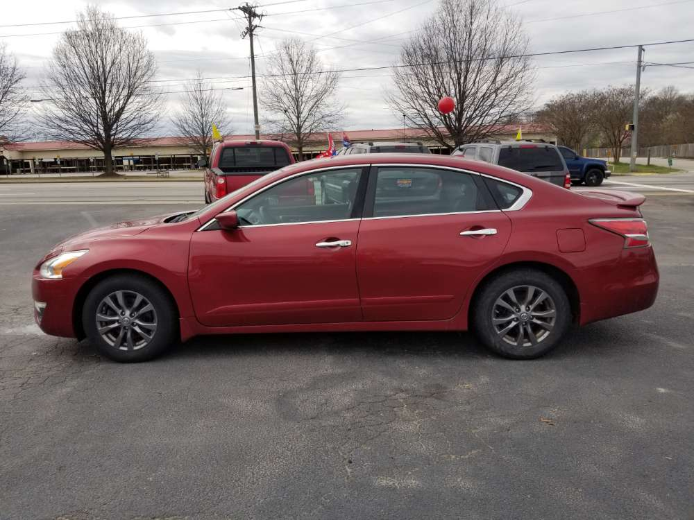 Nissan Altima 2015 Red