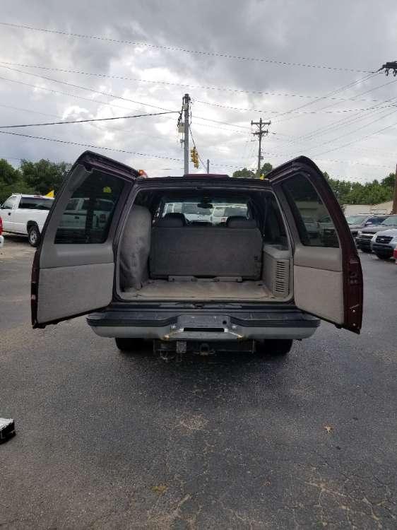 Chevrolet Suburban 1999 Maroon
